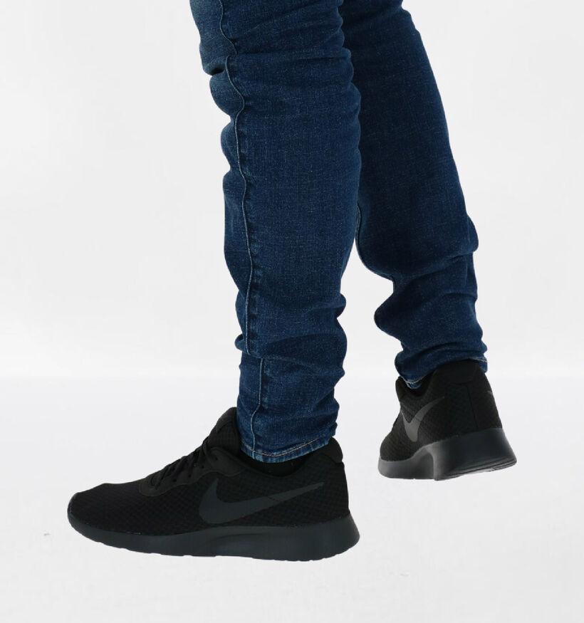 Nike Tanjun Zwarte Sneakers in stof (283889)