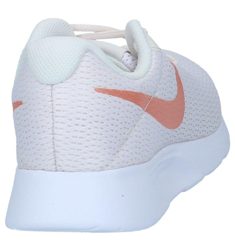 Nike Tanjun Ecru Lage Sneakers in stof (234134)