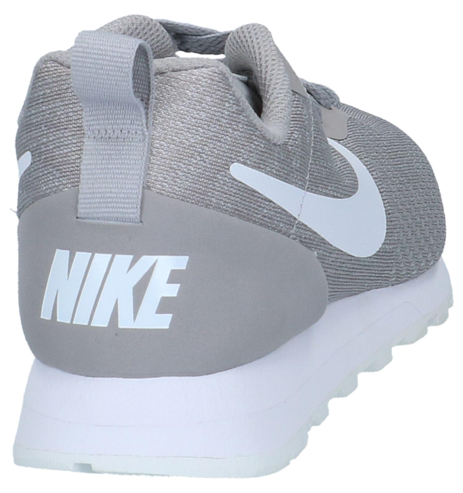 Sneakers Licht Grijs Nike MD Runner   SCHOENENTORFS.NL